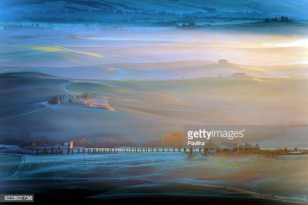 Fattoria toscana, mattina, frost, inverno, nebbia, Italia.