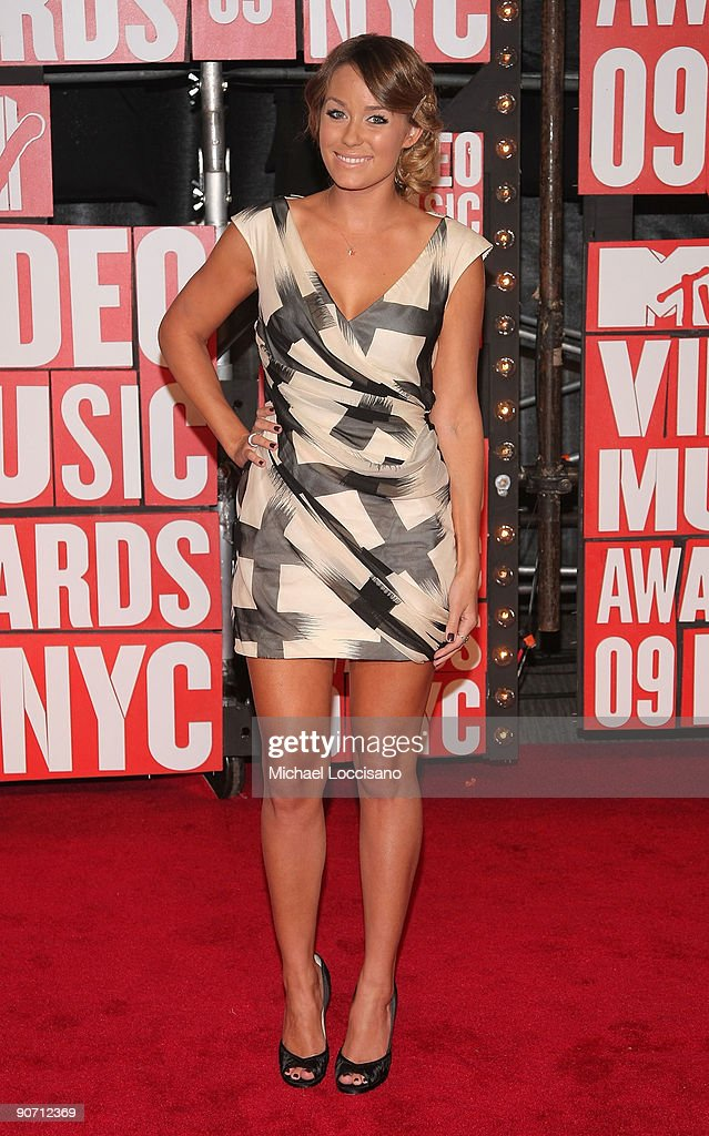 Tv personality <a gi-track='captionPersonalityLinkClicked' href=/galleries/search?phrase=Lauren+Conrad&family=editorial&specificpeople=537620 ng-click='$event.stopPropagation()'>Lauren Conrad</a> arrives at the 2009 MTV Video Music Awards at Radio City Music Hall on September 13, 2009 in New York City.