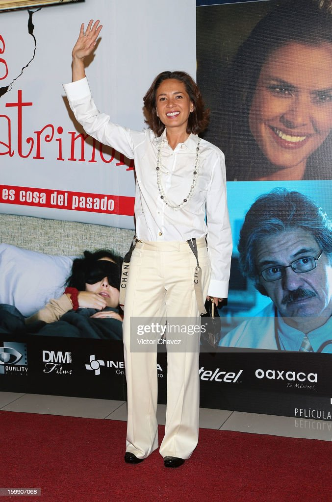 Tv personality Yolanda Andrade attends the '7 Anos de Matrimonio' Mexico City premiere red carpet at Plaza Carso on January 22, 2013 in Mexico City, Mexico.