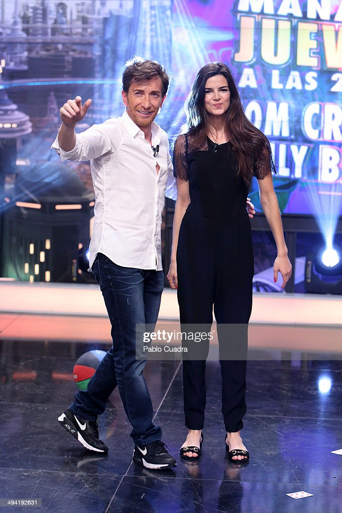 ¿Cuánto mide Clara Lago? - Real height Tv-presenter-pablo-motos-and-spanish-actress-clara-lago-attend-el-tv-picture-id494192631
