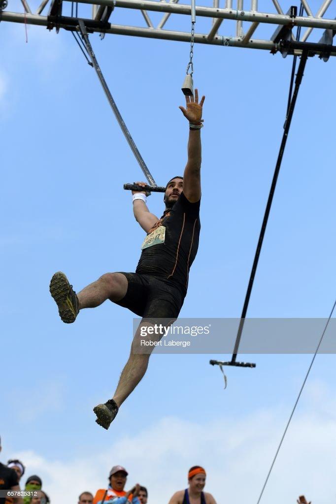 прыгает по рабу