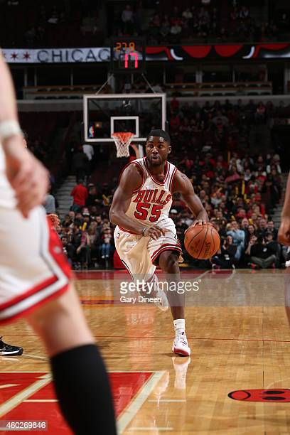 Twaun Moore of the Chicago Bulls drives to the basket against the Brooklyn Nets on December 10 2014 at the United Center in Chicago Illinois NOTE TO...