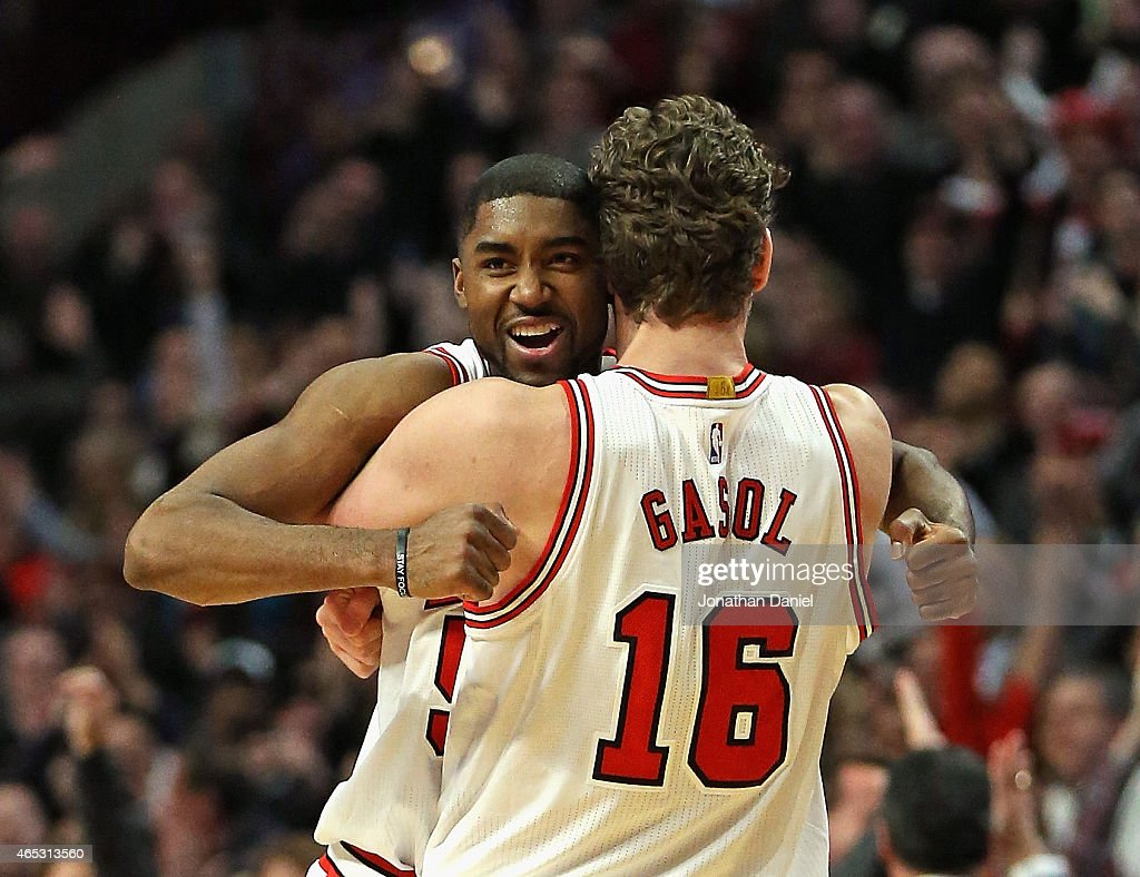 E'Twaun Moore #55 of the Chicago Bulls gets a hug from teammate Pau Gasol #16 after hitting the game-winning three point shot against the Oklahoma City Thunder at the United Center on March 5, 2015 in Chicago, Illinois. The Bulls defeated the Thunder 108-105.