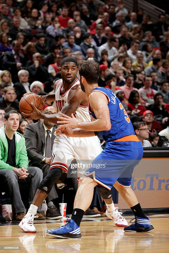 E'Twaun Moore #55 of the Chicago Bulls handles the ball against the New York Knicks at the United Center on December 18, 2014 in Chicago, Illinois.