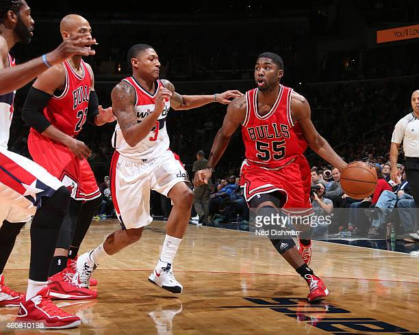 Twaun Moore of the Chicago Bulls handles the ball against the Washington Wizards on December 12 2014 in Washington DC NOTE TO USER User expressly...