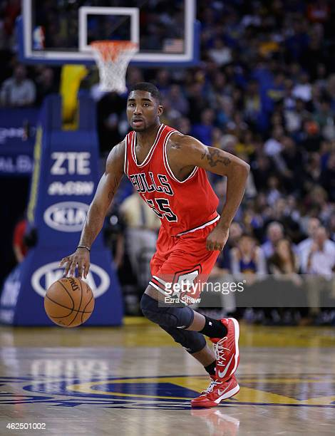 Twaun Moore of the Chicago Bulls in action against the Golden State Warriors at ORACLE Arena on January 27 2015 in Oakland California NOTE TO USER...