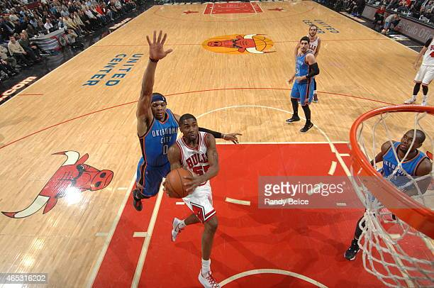 Twaun Moore of the Chicago Bulls shoots against the Oklahoma City Thunder on March 5 2015 at the United Center in Chicago Illinois NOTE TO USER User...