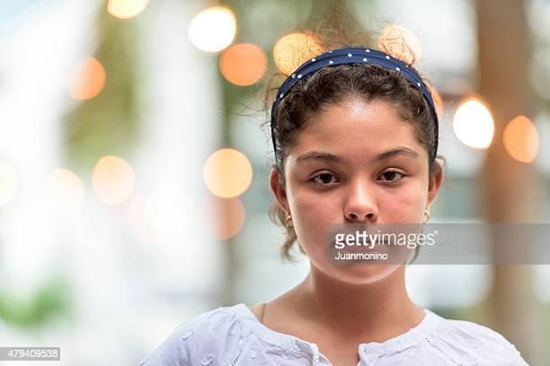 Zwölf Jahre alte Hispanic Schulkind-Nur Mädchen