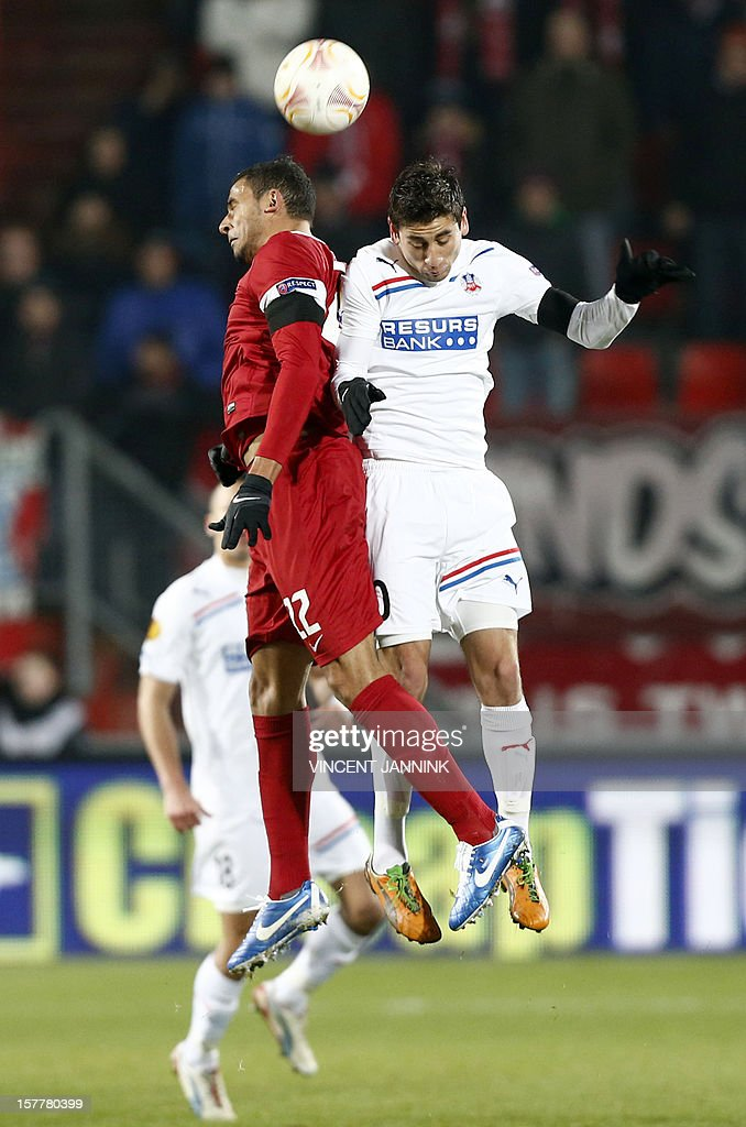 FC Twente Enschede-player Nacer Chadli (R) fights for the ball with Alejandro Bedoya of Helsingborgs IF during their Europa League football match in Enschede, on December 6, 2012. AFP PHOTO/ANP/ VINCENT JANNINK netherlands out