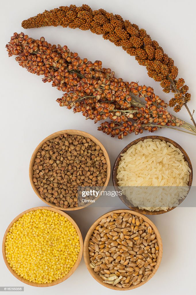 Twig red millet and sorghum, grain buckwheat, millet, rice, whea : Foto de stock