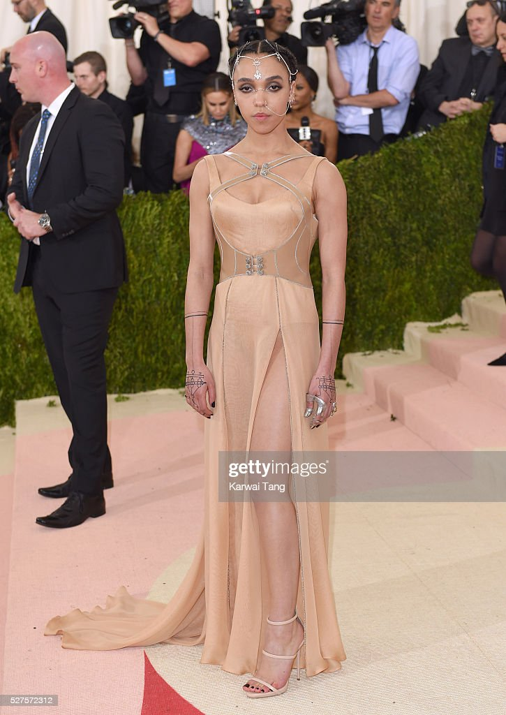 Twigs arrives for the 'Manus x Machina: Fashion In An Age Of Technology' Costume Institute Gala at Metropolitan Museum of Art on May 2, 2016 in New York City.