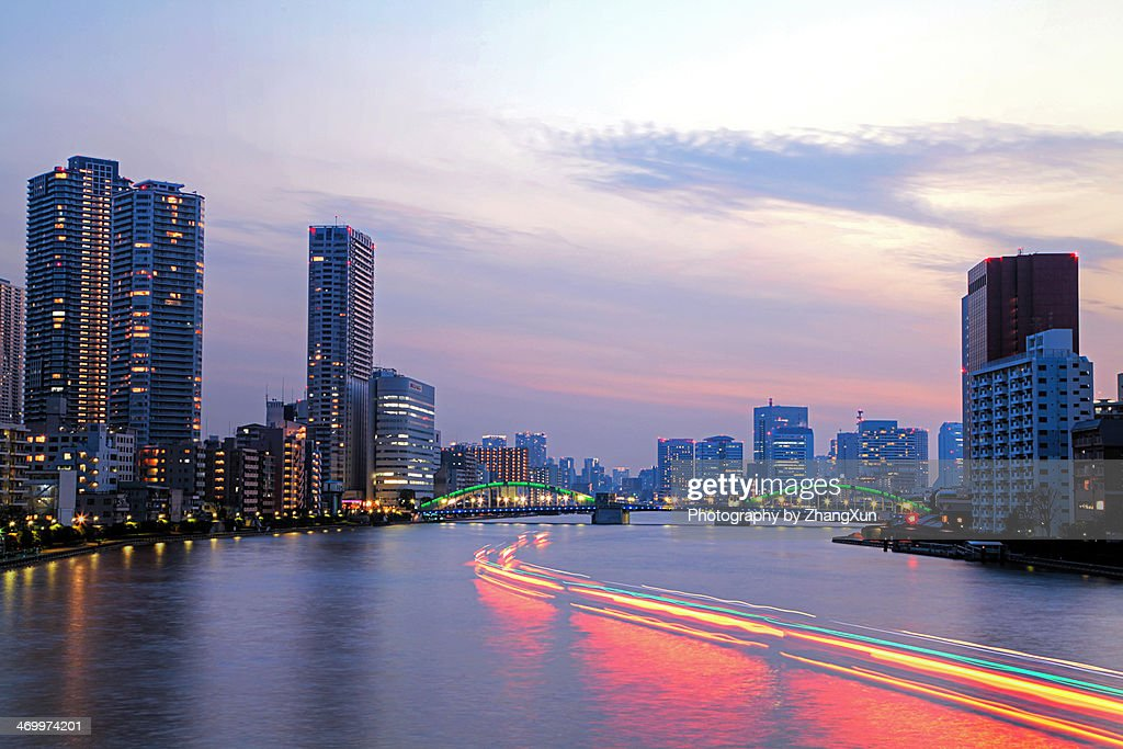 Twilight of mansion house and high-rises in tokyo : Stock Photo