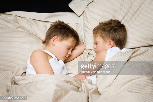 Twin boys (8-10) sleeping in bed : Stock Photo