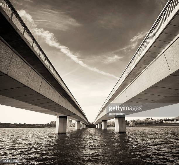 Twin Bridges sur l'eau