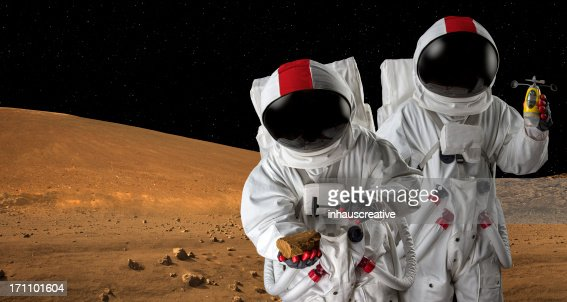 2 つの Astronauts マーズ、地質学に行う研究