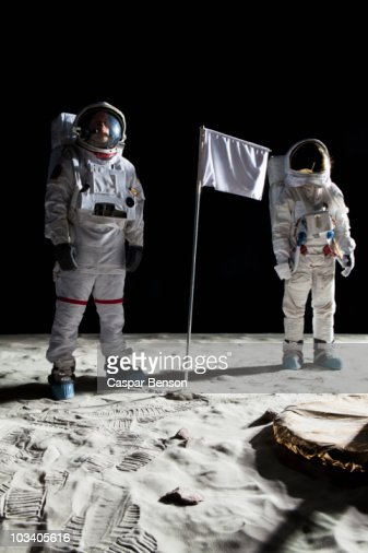 astronaut behind - photo #7