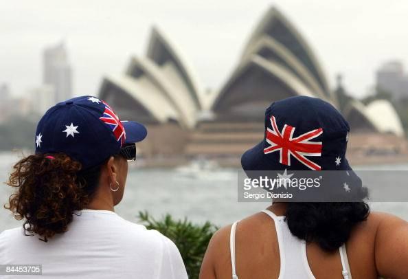 Dating multiple women in Sydney