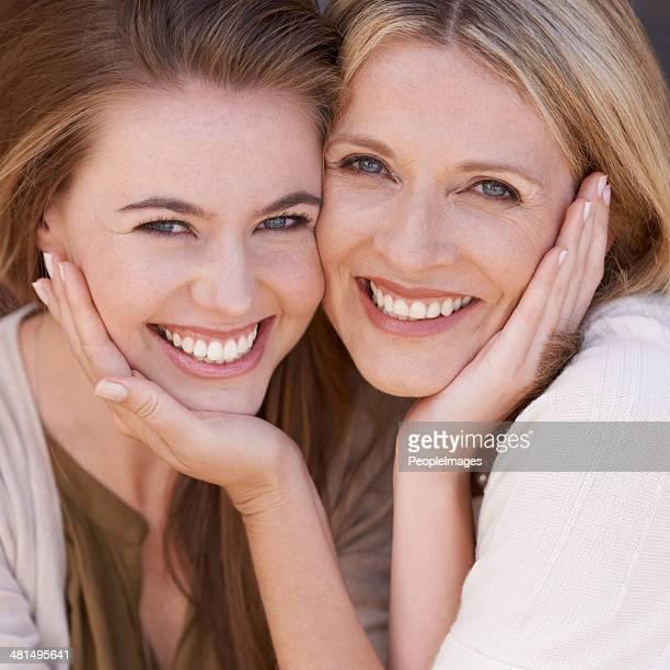 Deux beautés-mère et fille