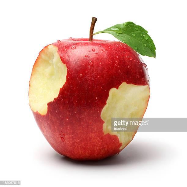 Dos platos en una manzana roja