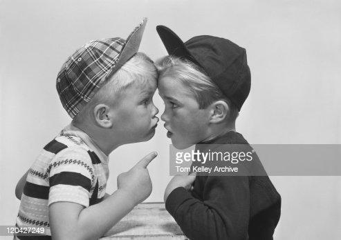Dois Menino discutir, close-up : Foto de stock