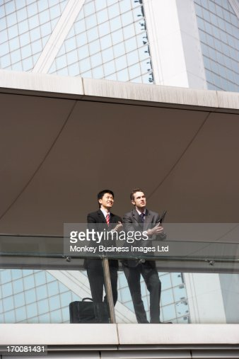 Two Business Colleagues Having Discussion Outside Office Building : Stock-Foto