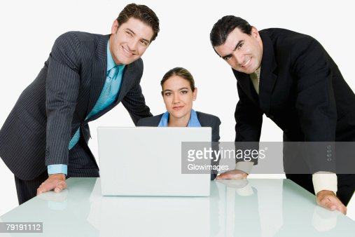 Two businessmen and a businesswoman in a conference room : Foto de stock