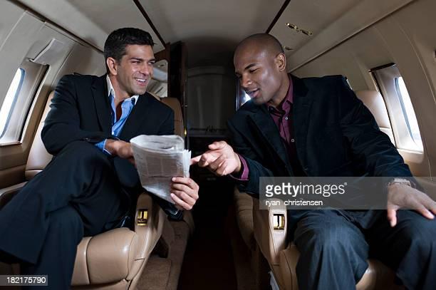 De luxe-Deux hommes d'affaires dans un jet privé