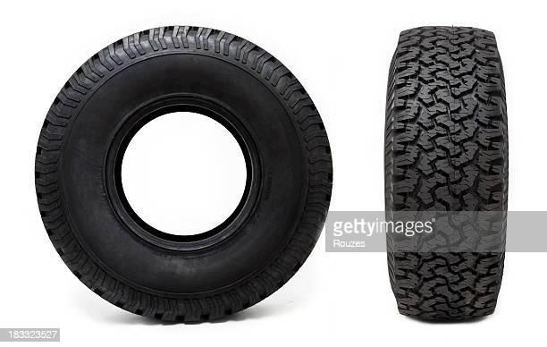Dois pneus de Carro