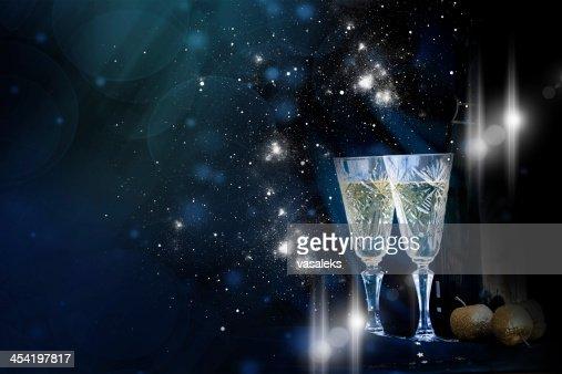 Dos copas de champaña en Fondo de vacaciones : Foto de stock