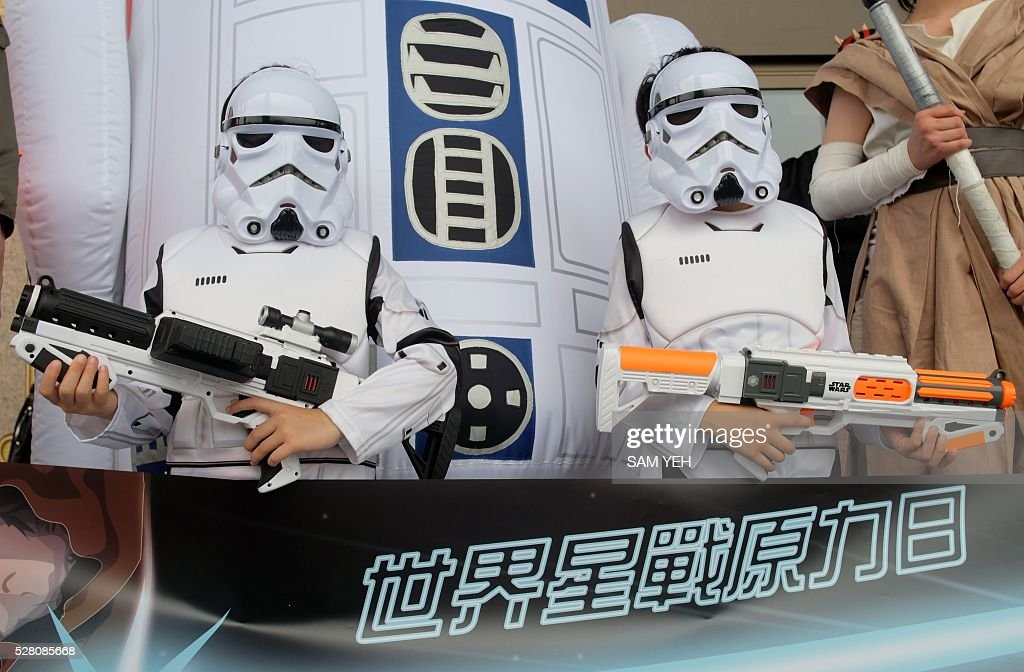 Two children strike a pose dressed as the Star Wars white knights during the annual Star Wars Day in Taipei on May 4, 2016. Some 100 star wars fans dress the different costumes during a cosplay event to mark the annual Star War Day. / AFP / SAM YEH