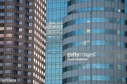 Two contrasting skyscrapers : Stock-Foto