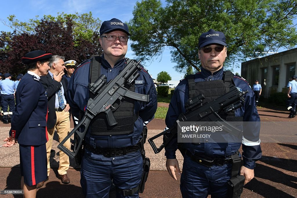 Two Customs officers stand guard during the closing ceremony for the graduated class of the National School of Customs in La Rochelle on May 24, 2016. French customs services received a new training to fight against terrorism, the first 'agents of observation' of customs recruited as part of the security agreement to reinforce the numbers of judiciary, penitentiary and customs police and gendarme members. As part of this security agreement and concerning only the customs service 1,000 new positions will be created between 2016 and 2017. / AFP / XAVIER