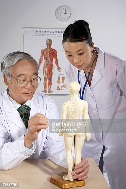 Two doctors are examining.