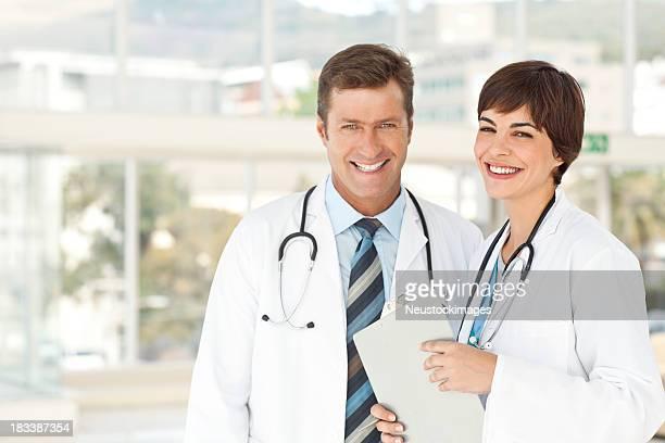 Dois médicos pé juntos
