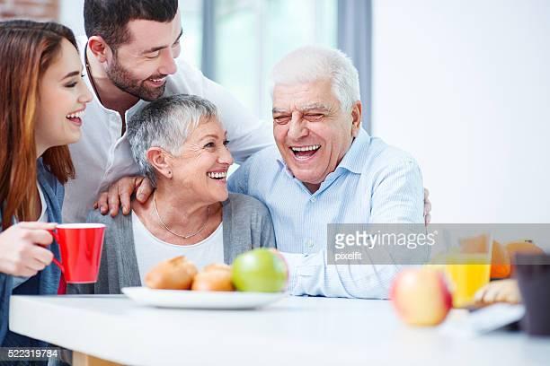 Familie mit zwei Generationen