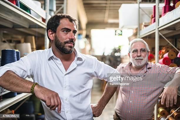Deux générations industriel propriétaire à l'intérieur de l'usine