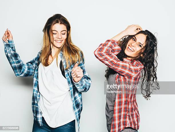 Zwei Mädchen Spaß haben