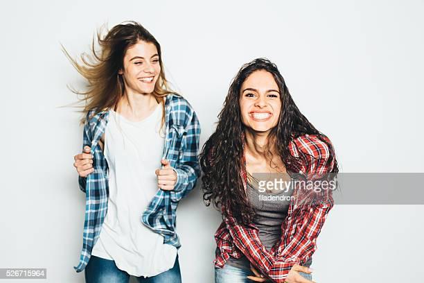 Dos Chica divirtiéndose