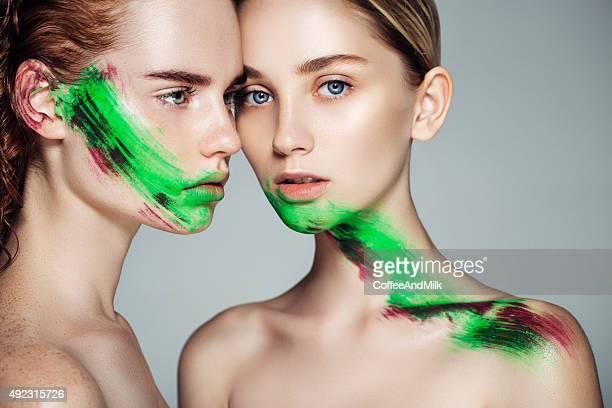 2 つの女の子、ファンタジーメイクアップ