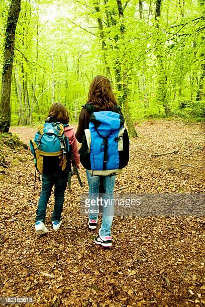 Zwei Mädchen auf eine Exkursion