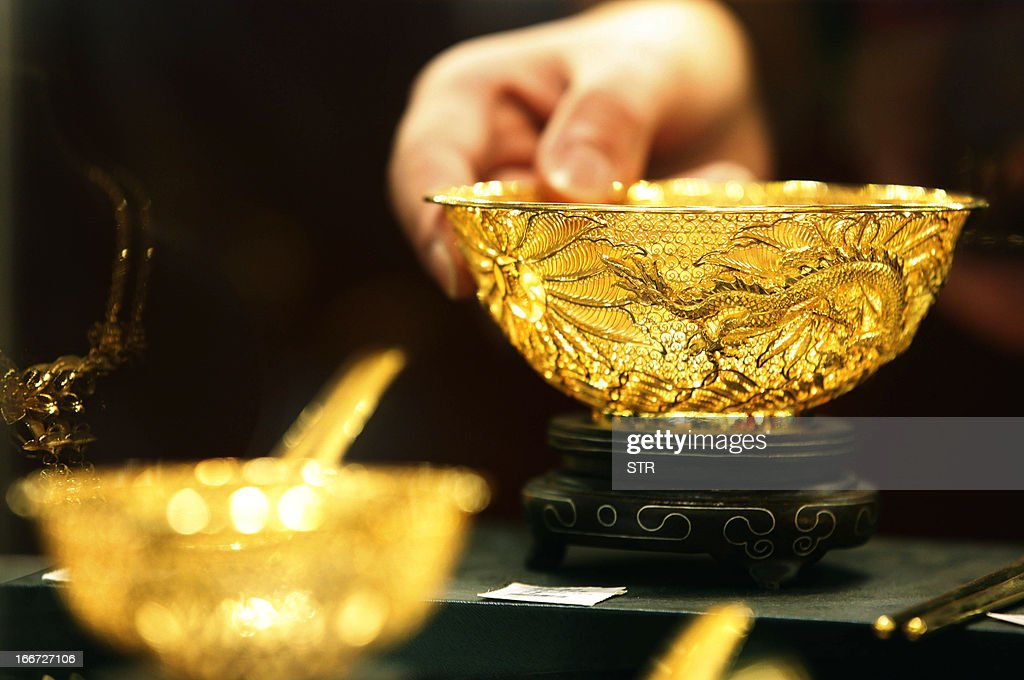 Two gold bowls are displayed in a shop in Huaibei, central China's Anhui province on April 16, 2013. Gold prices recovered slightly on April 16 after suffering their heaviest slump in 30 years triggered by weak Chinese growth data and reports Cyprus was planning to sell part of its reserves. CHINA