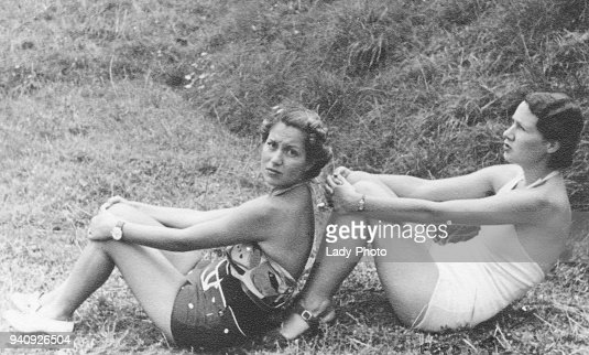 Two italian women in swimsuit in 1934 : Foto stock