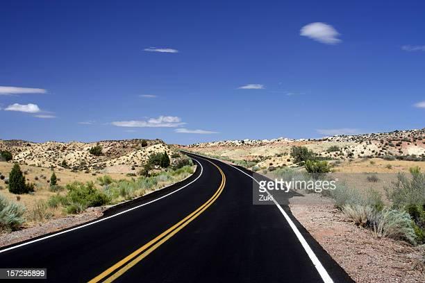 2 車線道路に、ユタ砂漠