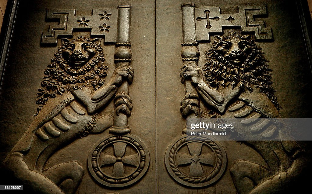 Two lions with keys adorn entrance doors to The Bank of England on October 7, 2008 in London. Financial markets continue to fluctuate as the banking crisis continues.
