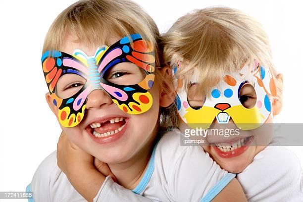 2 つの小さなパーティガールマスク
