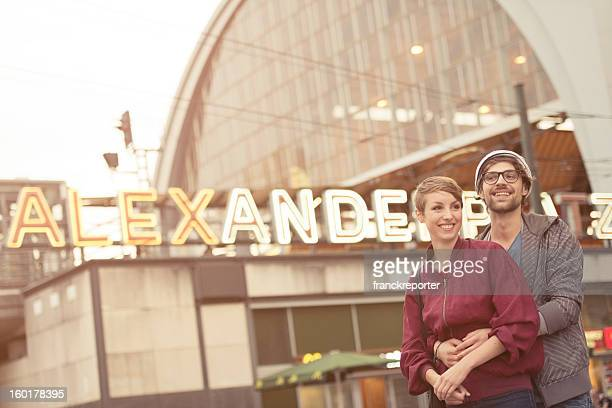 Two lovers Touristen am Alexanderplatz-Berlin