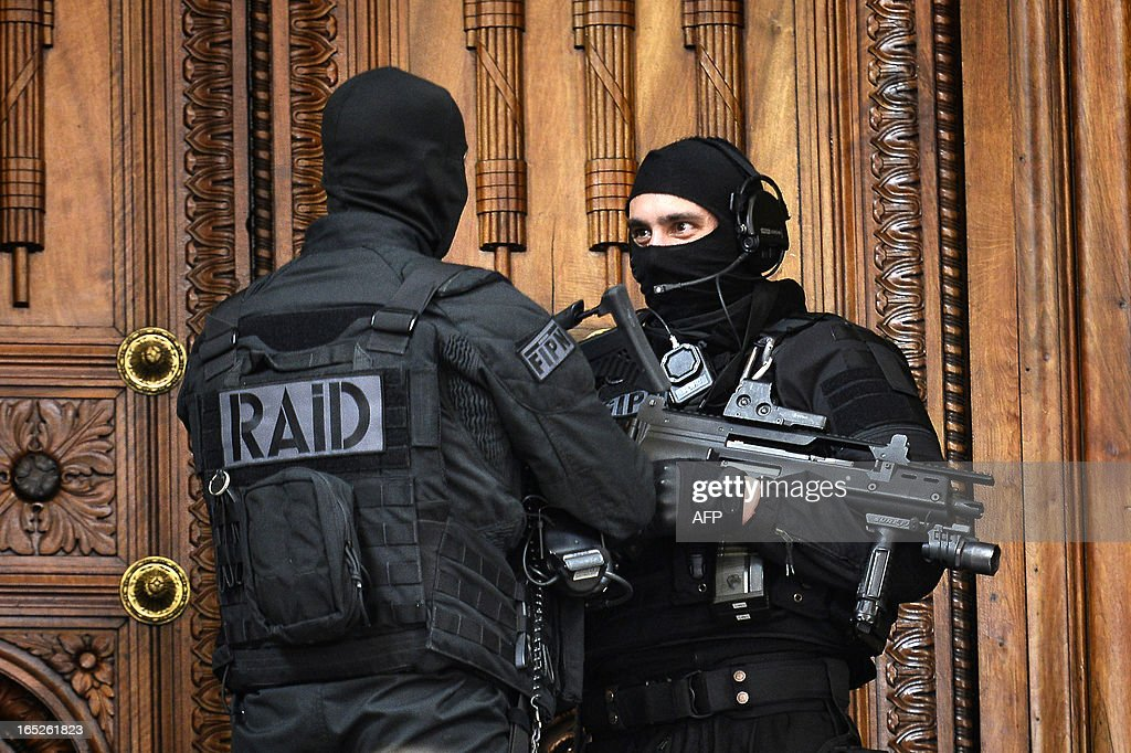 Two members of the French special police forces (GIPN and RAID) secure Lyon's criminal court, on April 2, 2013, on the opening day of Christophe Khider and Omar Top El Hadj's trial. They are judged for having escaped from jail using explosives and taking hostages two prison staffs.