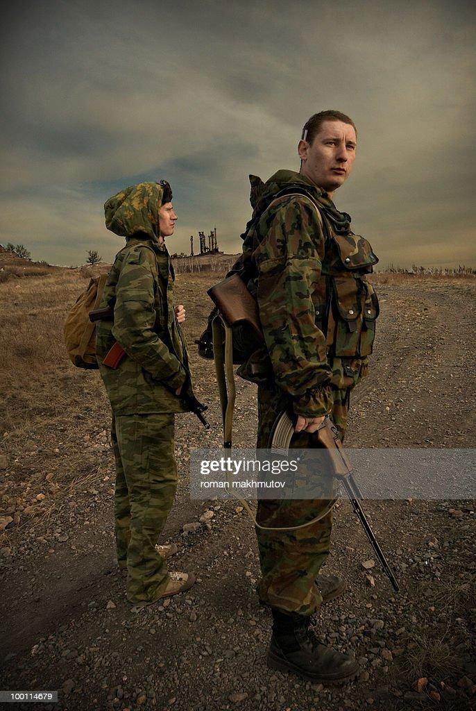 Two military men on watch : Foto de stock