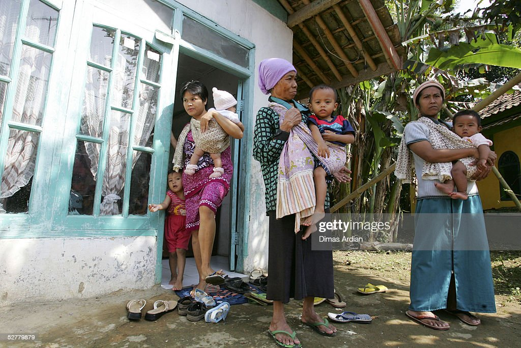 Two mothers carry their children as their wait to get polio vaccination drops May 9, 2005 at Girijaya village, Sukabumi, Indonesia. Indonesian health authorities confirmed on May 6 that at least four cases of polio with some 15 cases of acute flaccid paralysis have been diagnosed in the West Java province. All cases were found in villages of the Sukabumi district, about 100 kilometres (62 miles) south of Jakarta. An epidemic of polio in Indonesia has broken out after ten years of being free of the disease. Indonesia is the 16th previously polio-free country to be reinfected in the past two years, including 13 in Africa, according to the United Nations health agency.