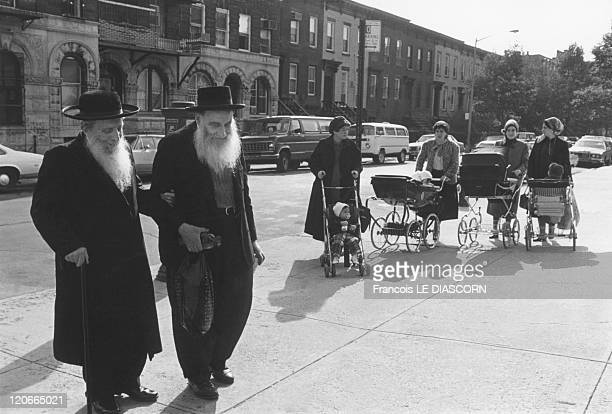 Two orthodox jews and jewish mothers with children Williamsburg in New York United States in 1987